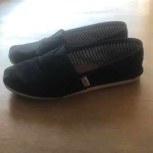 Black TOMS classic style